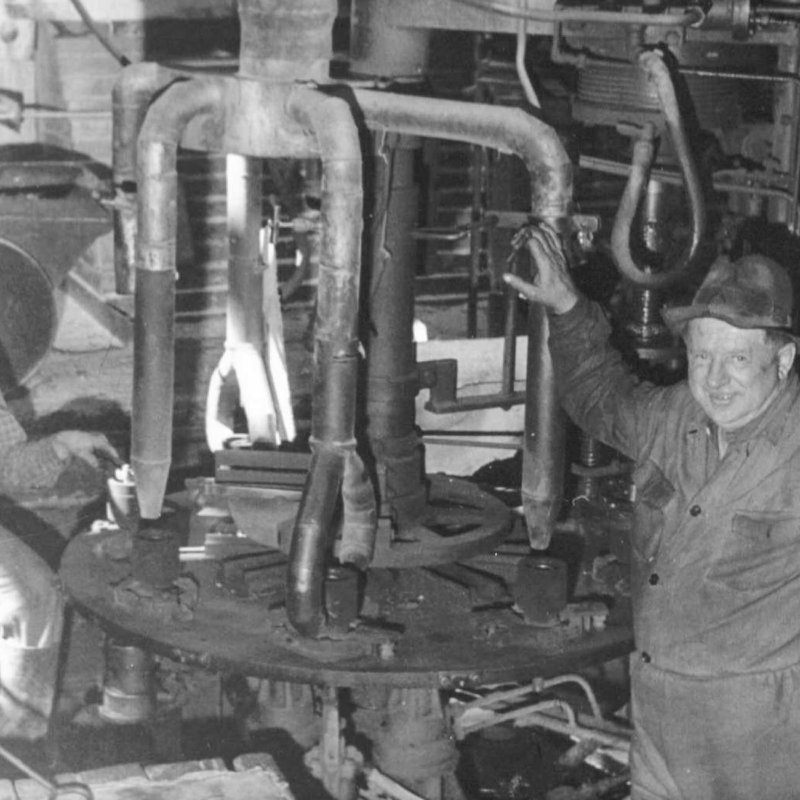 Historic picture of two operators at semi autometed glass forming machine