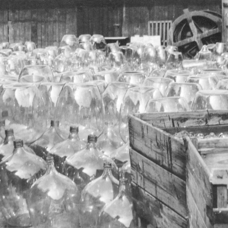 Historic picture showing dozens of mouthblown glass balloons